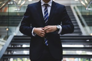 investisseur-immobilier homme costume cravate