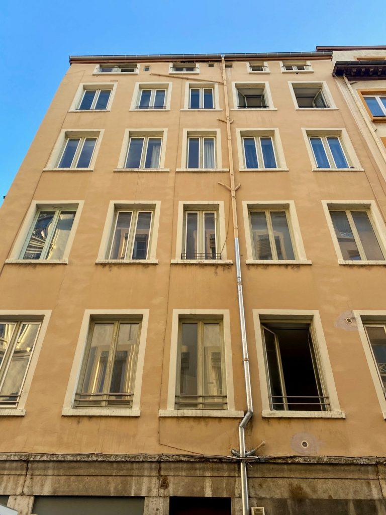 Achat appartement Lyon 7. Façade vieil immeuble