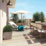 villeurbanne zone pinel-terrasse sol bois table chaises transat parasol arbustes ciel bleu