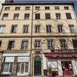 défiscalisation LMNP-immeuble ancien rue commerces ciel bleu