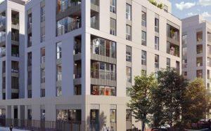programme immobilier neuf Lyon 8-résidence neuve vehicules en stationnement arbres passants ciel bleu