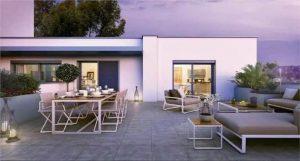 acheter pour louer- terrasse salon de jardin table chaises lampes éclairés nuit