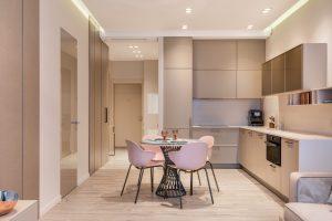 investissement locatif rentable-cuisine équipée table chaises placard mural parquet